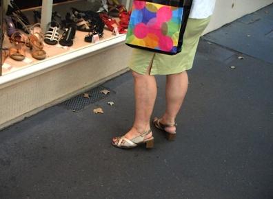 dame en  sandales.JPG