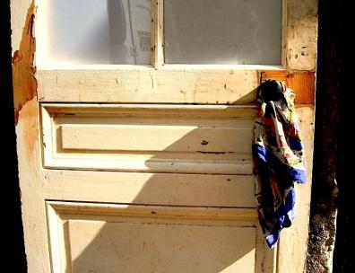 ready remade for valentine le porte-foulard,ready made,ready remade,porte,foulard,pente,rue,objets trouvés,objets chics,désordre,bric et broc,st valentin,mauvais goût,marcel duchamp,art contemporain sauvage,certains jours,décalage,bazar,bizarrerie,amour